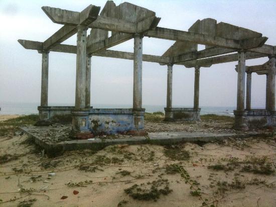 The Ocean Villas: Along the Beach
