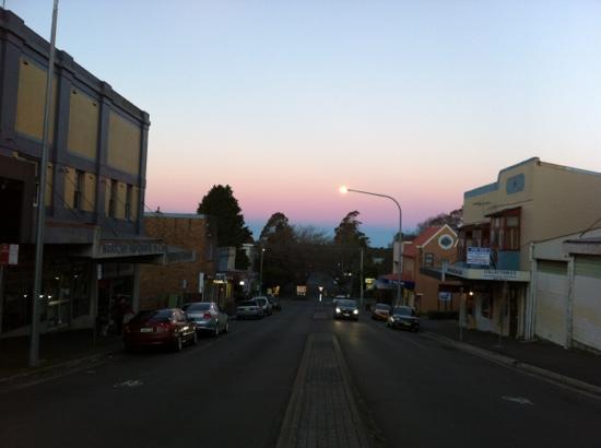 """Shelton-Lea B&B : dusk in """"town"""""""