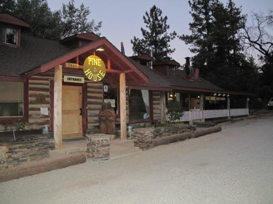 Pine House Cafe & Tavern : Fantastic place to eat!