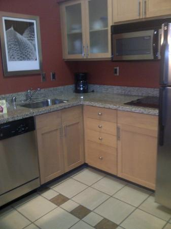Residence Inn Louisville Downtown: Kitchen area