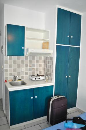 Semeli Hotel Apartments: Kitchenette