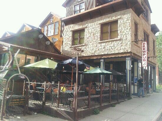 Smugglers Brew Pub: Shangri La after a long hike!