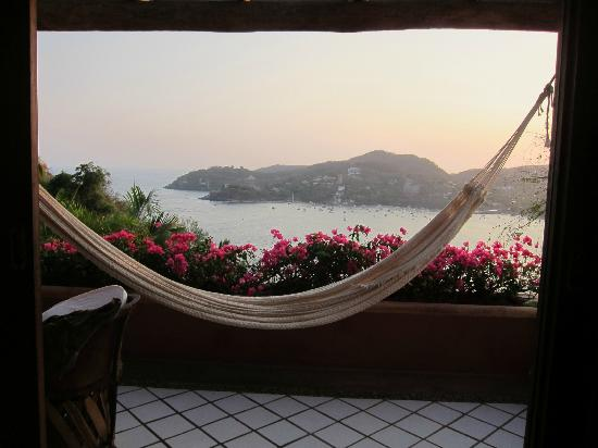 Casa Cuitlateca: The hammock on the balcony and the view of the bay from our hotel room