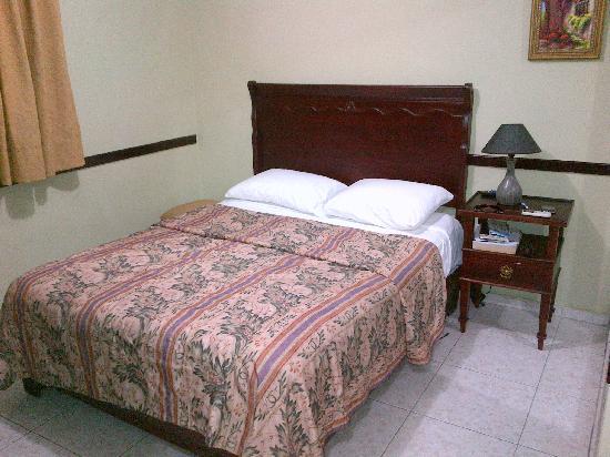 Hotel Platino: Standard Room Bed