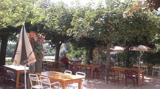 Hotel la Chaumiere : La Terrasse avec vue sur l'Allier