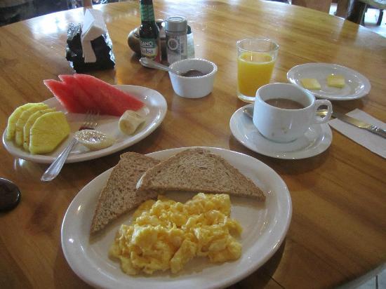 Monteverde Rustic Lodge: Freshly made breakfast