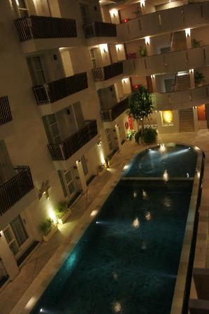 Adhi Jaya Sunset Hotel: Night view from our room