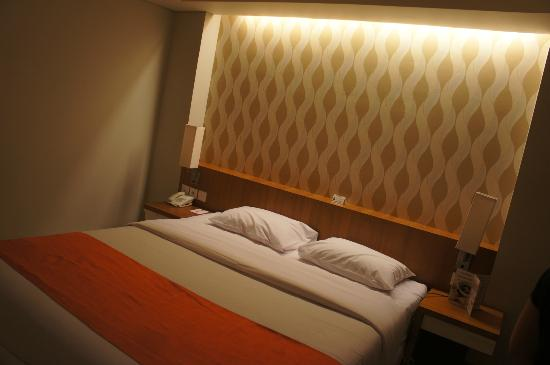 Adhi Jaya Sunset Hotel: Our double room