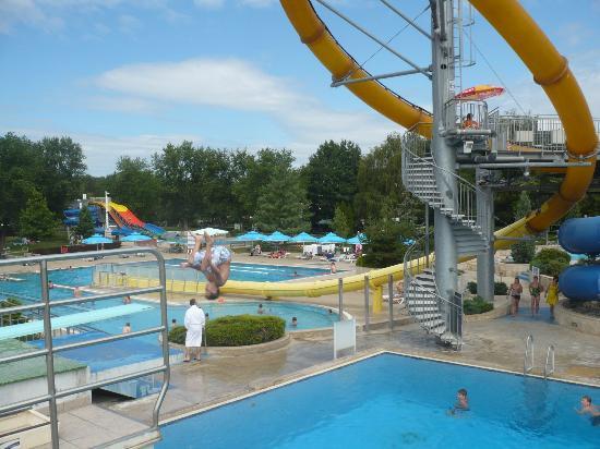 Ferienanlage Terme 3000: vue piscine exterieur