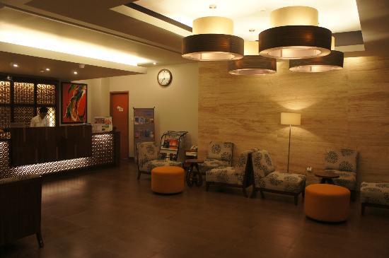 Adhi Jaya Sunset Hotel: Lobby 