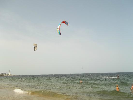 Lighthouse Cove Resort: Parasailing