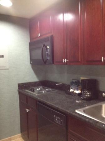 Homewood Suites by Hilton Slidell: kitchen with stove, fridge