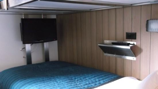 Pod 39 Hotel: Lower Bunkbed with TV Room 814