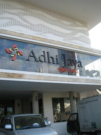Adhi Jaya Sunset Hotel: Hotel outlook