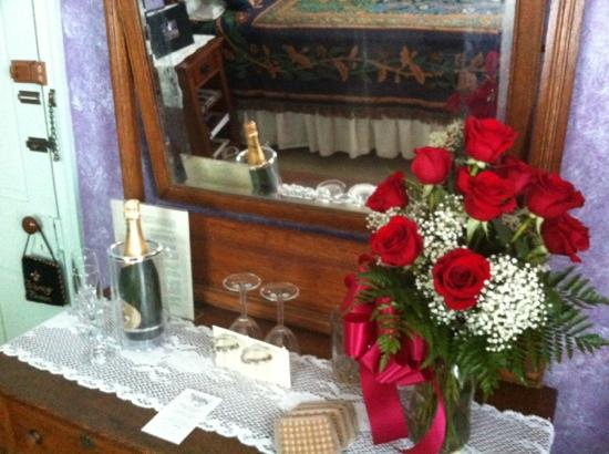 Mooring B&B: roses and champagne package - amazing! guys this makes your girl feel very special!!!