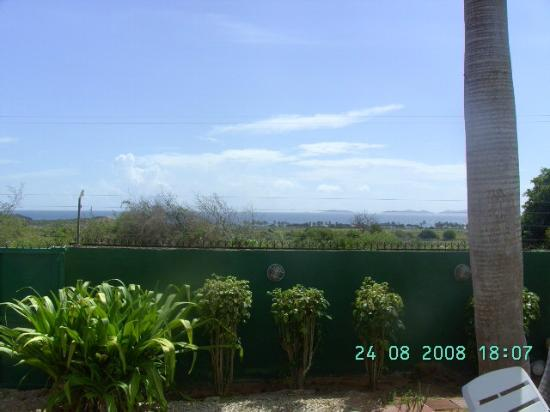 La Posada de Dona Romelia: Vista al mar desde la piscina