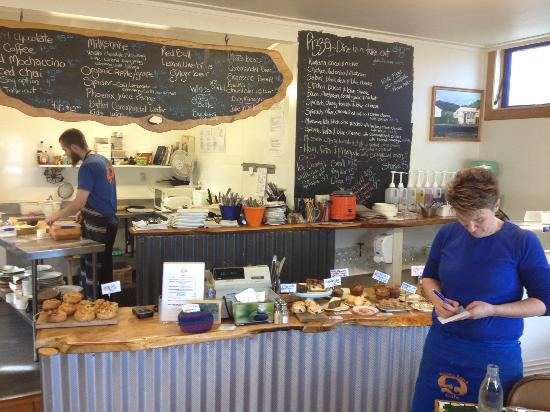 Waiomu Beach Cafe: Home cooked food with a great atmosphere