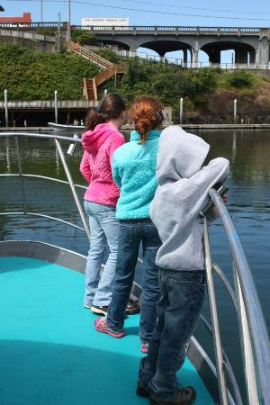Dockside Charters : kids got to stand at the front of the ship.