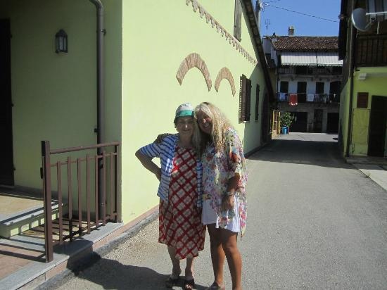 Tra Monti e Vigne: Nona Ines & I after breakfast...