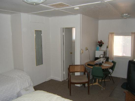 Sierra Vista Motel: Room