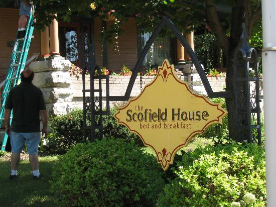 Scofield House Bed and Breakfast: Look for Sign