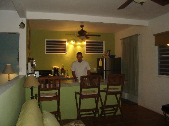 Pink Papaya: The cute kitchen/living area