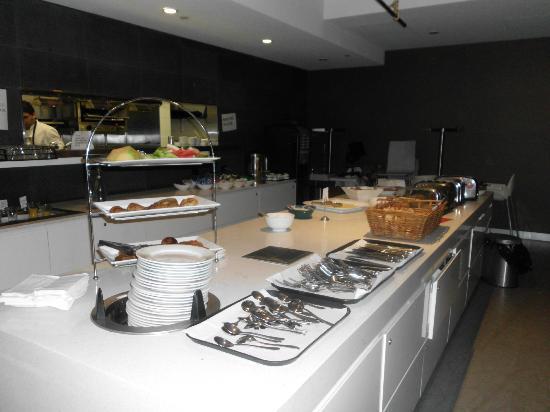 Causeway 353 Hotel : Sotto Restaurant breakfast area.