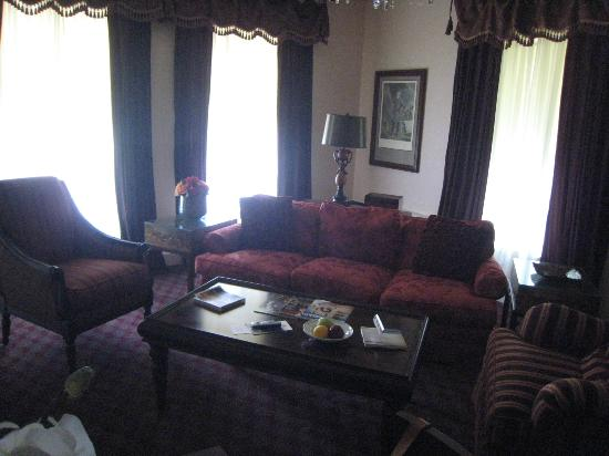 The Martha Washington Inn and Spa: Sitting room in suite