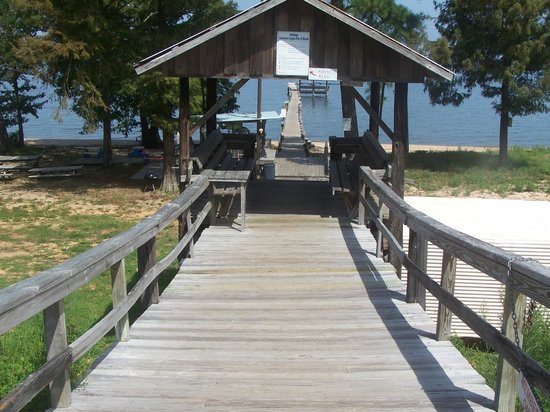 Barons By The Bay Inn : Entrance to Beach/ Pier