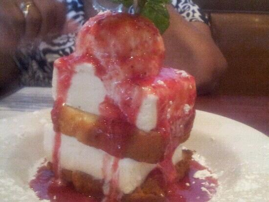 Capers Restaurant & Bar : strawberry toasted poundcake