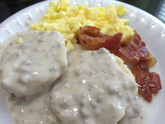 Holiday Inn Express Cocoa: Complimentary Breakfast: Biscuits and Gravy, Eggs and Bacon