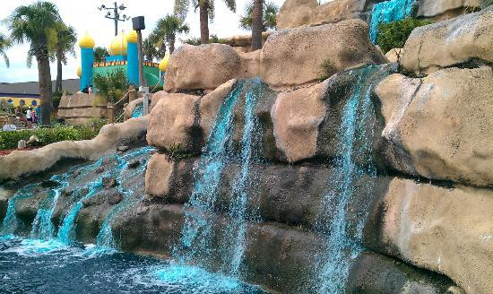 Emerald Falls Family Recreation Center: the water fall