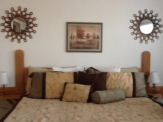 Globetrotter Lodge: lots of pillows for relaxing