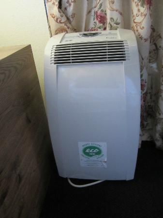 Cabrillo Inn & Suites Airport: Air conditioner