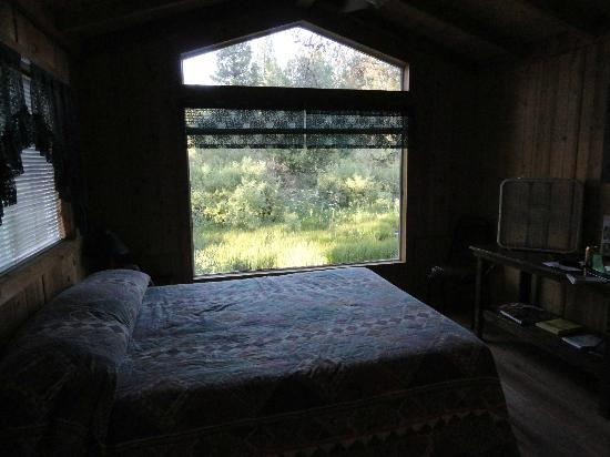 Crater Lake Resort : Main room with peaceful view of creek and wildflowers