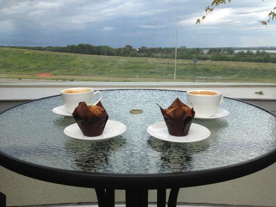 Prairie Bistro: Excellent Lattes and Muffins