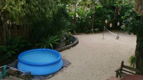 Taramindu Beach Garden Inn: No swimming pool. Just this inflatable one