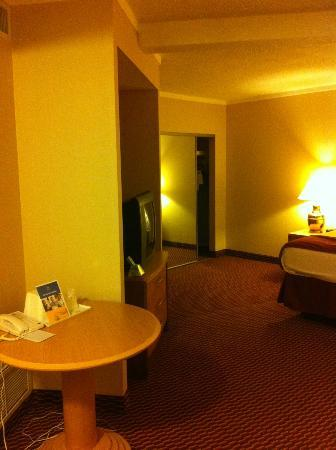 Best Western Syracuse Airport Inn: Oversized queen room, left side