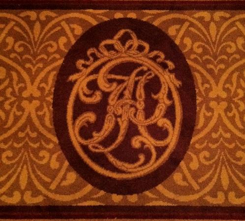 Hotel Plaza Athenee New York: hotel logo....on rug