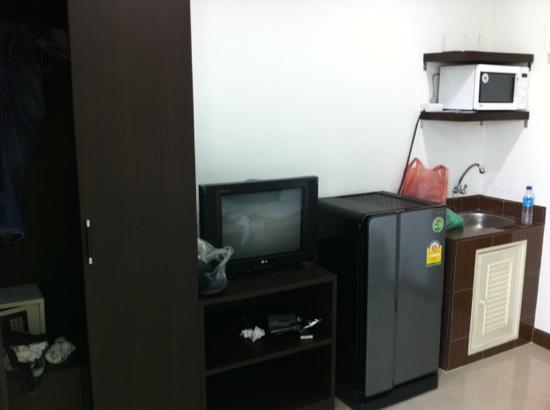 Aravinda Living Home: with microwave oven and ref as part of the amenities you can use