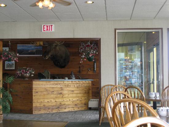 Talbot Arm Motel : Talbot Arms, Yukon - Dining room
