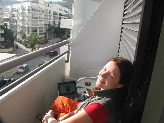 Kriti Beach Hotel: На балконе тоже работает Wi-Fi