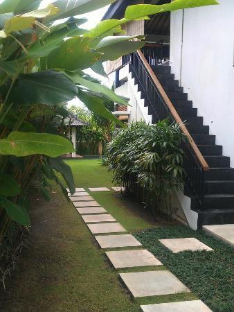 Villa Besar: Entry
