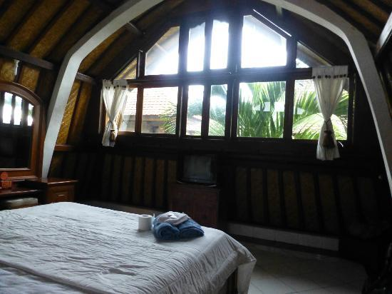 Tirta Arum Guest House: windows