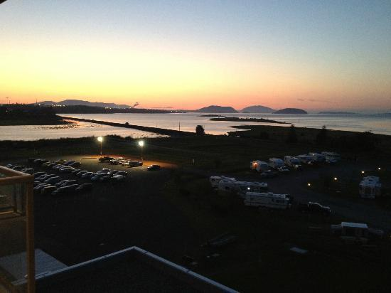 Swinomish Casino & Lodge: Sunset from Fifth Floor