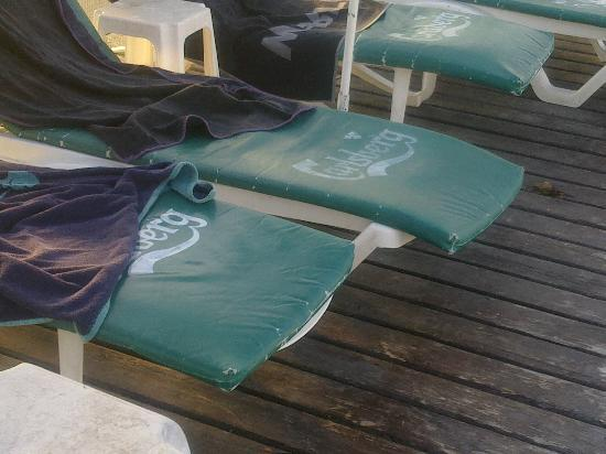 Surtel Hotel: The pool chairs