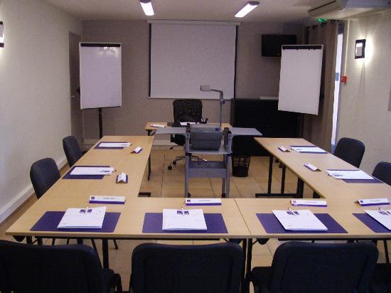 Kyriad Avignon - Centre Commercial Cap Sud : Espace Séminaire. Salle climatisée, équipé, vidéoprojecteur