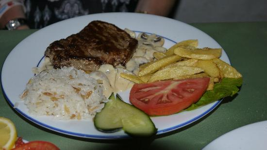 Nostalji Restaurant & Cafe Bar : steak with mushroom sauce mmmm yummy