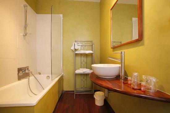 Inter Hotel Le Grillon d'Or: SALLE DE BAIN CHAMBRE CLASSIQUE