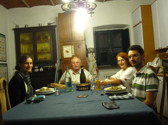 Cascina Cesarina B&B: At dinner with the hosts